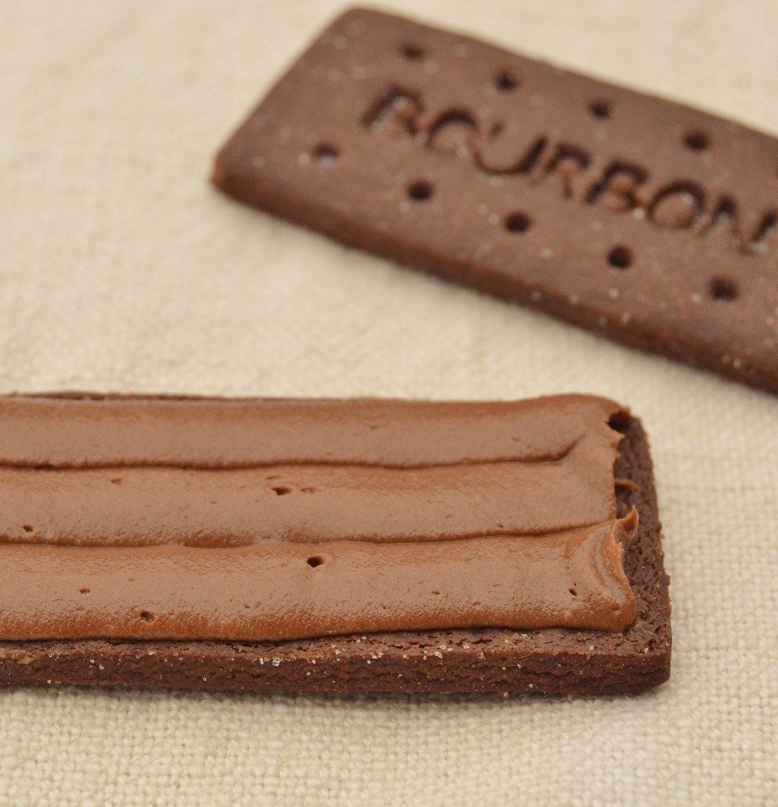 bourbon biscuits 4 Man Finally Extracts Intact Bourbon Biscuit Filling After 29 Years Of Trying, Internet Goes Wild