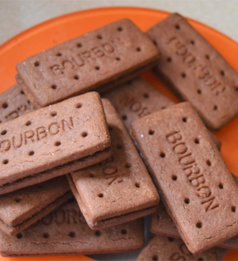 bourbons Man Finally Extracts Intact Bourbon Biscuit Filling After 29 Years Of Trying, Internet Goes Wild