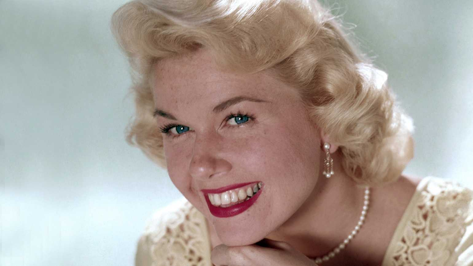doris day marquee Doris Day Has Died Aged 97