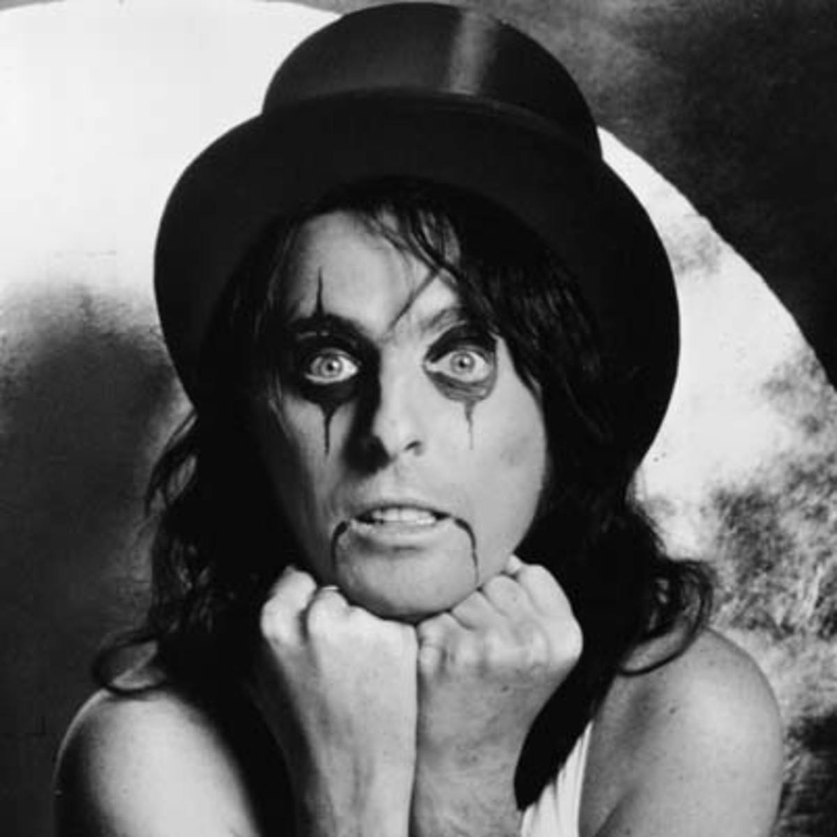 portrait of alice cooper in makeup 25 Keanu Facts Only True Fans Know