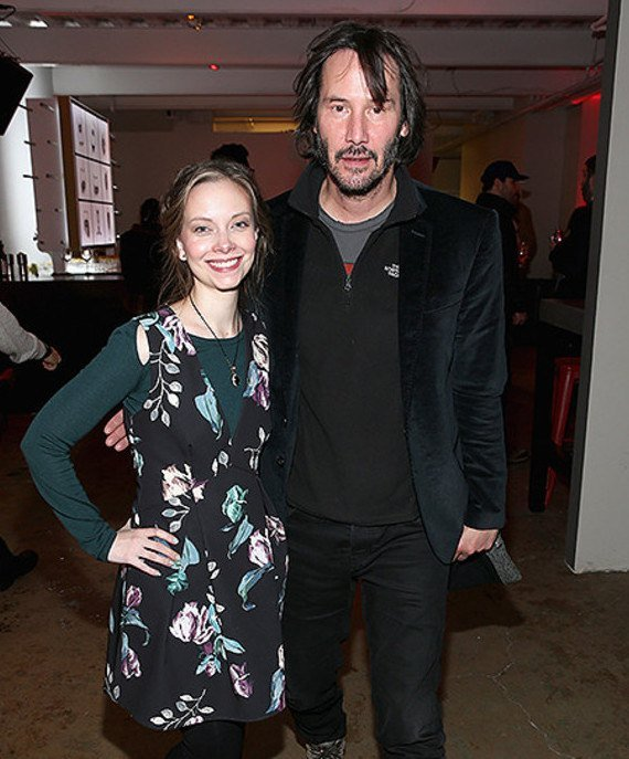 5cffb323dda4c8955a8b45ce Keanu Goes Viral Again As People Notice His 'Hover Hand' In Photos With Female Fans