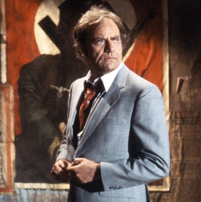 Vic Morrow Death Unexplainable Things That Happened On Movie Sets