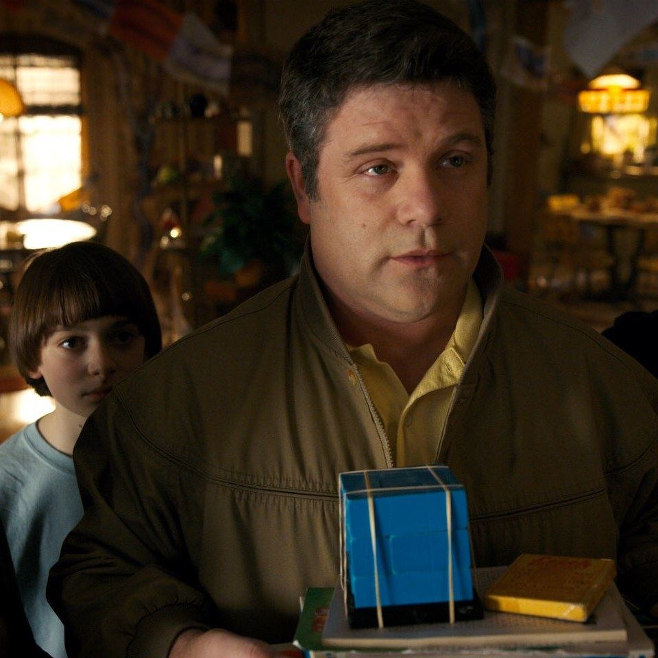 stranger things sean astin interview bob newby death 1 20 Things You Didn't Know About Stranger Things