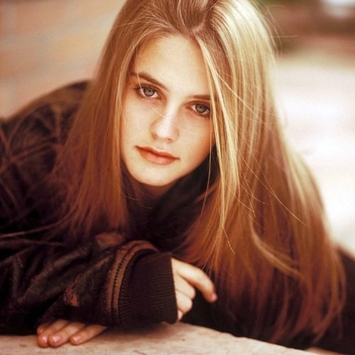 1 15 Remember Alicia Silverstone? Here's What She Looks Like Now!