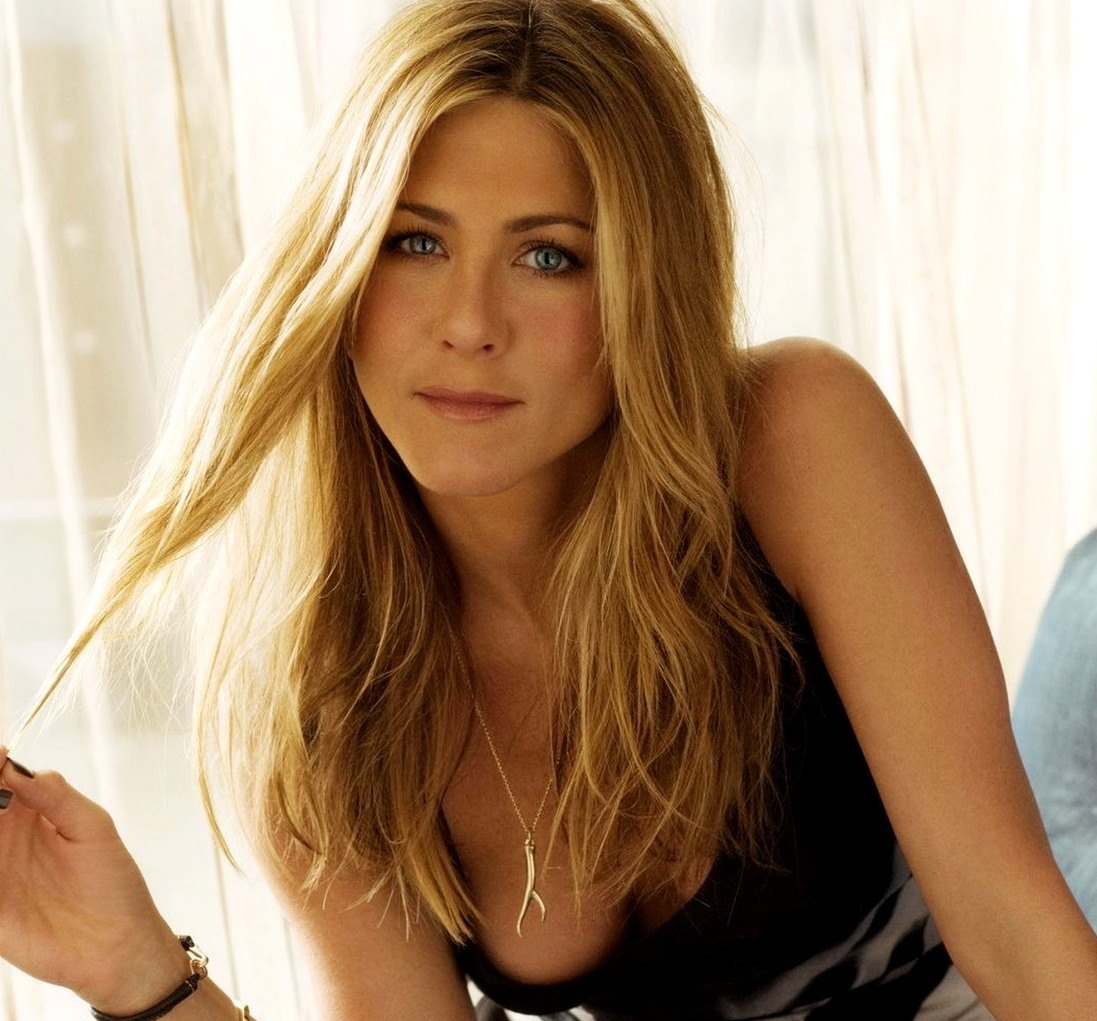 1. CLASS CLOWN 20 Things You Never Knew About Jennifer Aniston