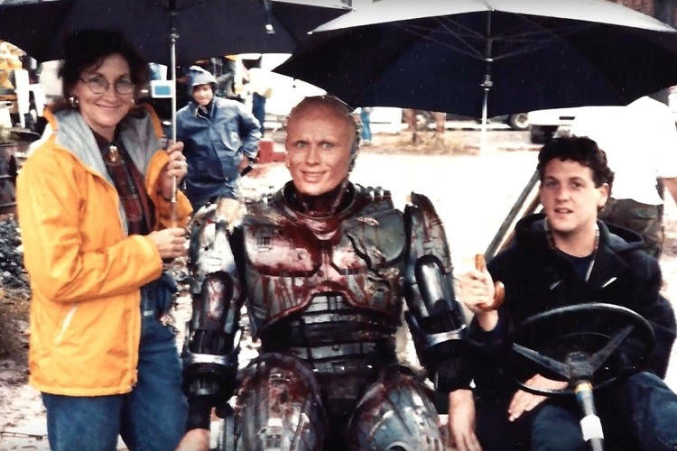 11 3 14 Rare Behind The Scenes Photos From Your Favourite 80s Sci-Fi Movies