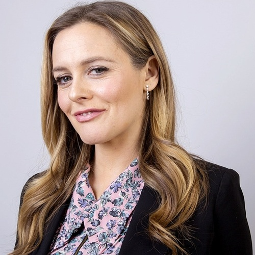 6 16 Remember Alicia Silverstone? Here's What She Looks Like Now!