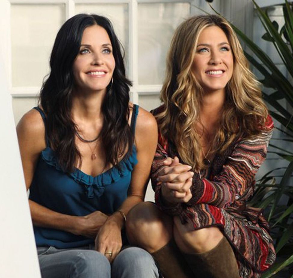 9 COURTNEY AND JEN 20 Things You Never Knew About Jennifer Aniston