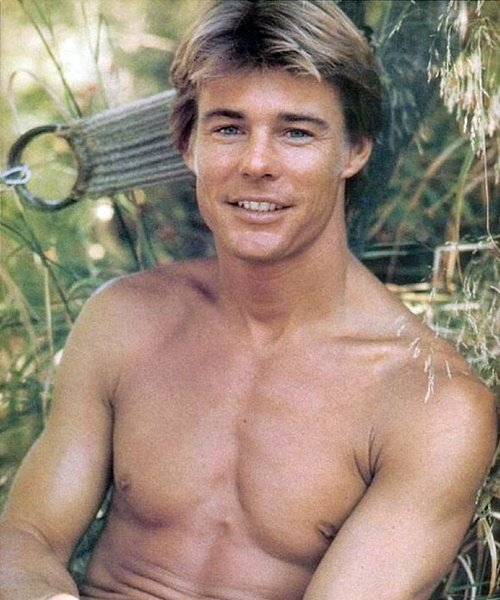 17 20 Hilariously Wonderful Photos Of 80s Male TV Stars