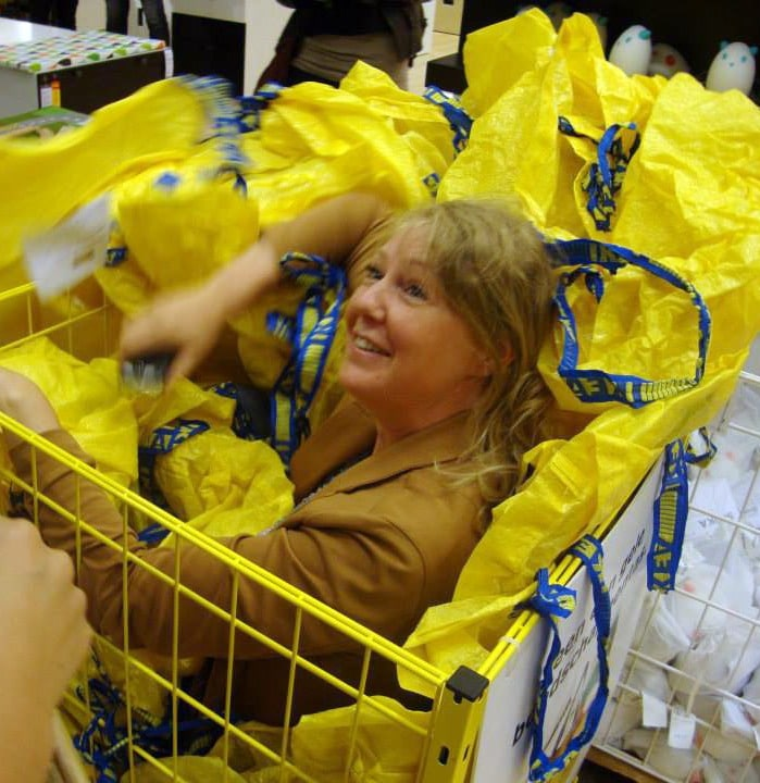 1x 1 Police Guard Glasgow Ikea From 3,000 People Trying To Play Hide And Seek In Store