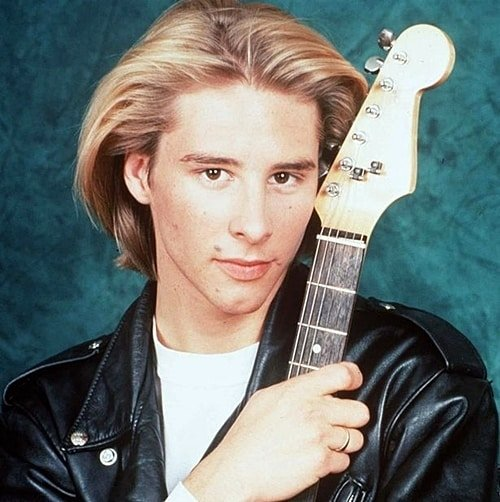 3 26 Remember Chesney Hawkes? Here's What He Looks Like Now!