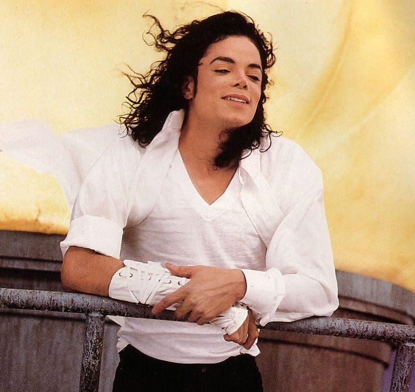 Black Or White michael jackson 12605065 918 1335 e1616751512612 20 Celebrities Who Went Completely Broke