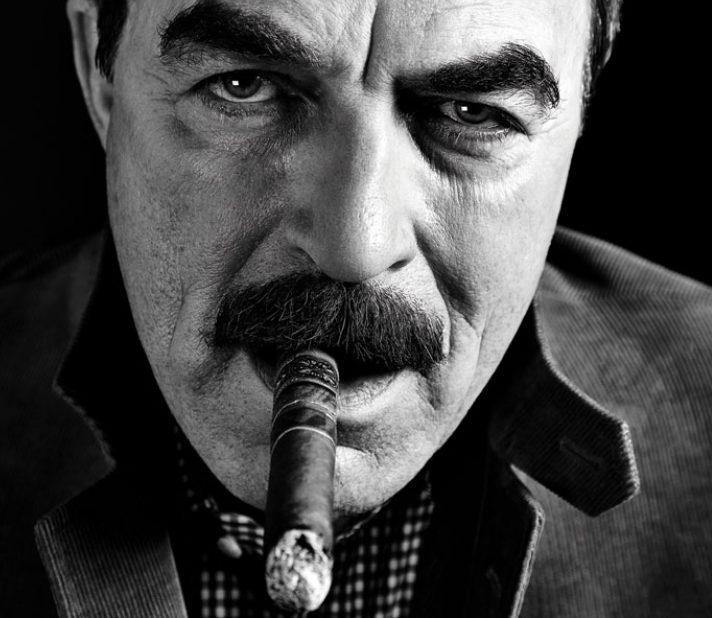 NY MOVES TOM SELLECK 03 175 940 wplok e1597831260232 20 Hilariously Wonderful Photos Of 80s Male TV Stars