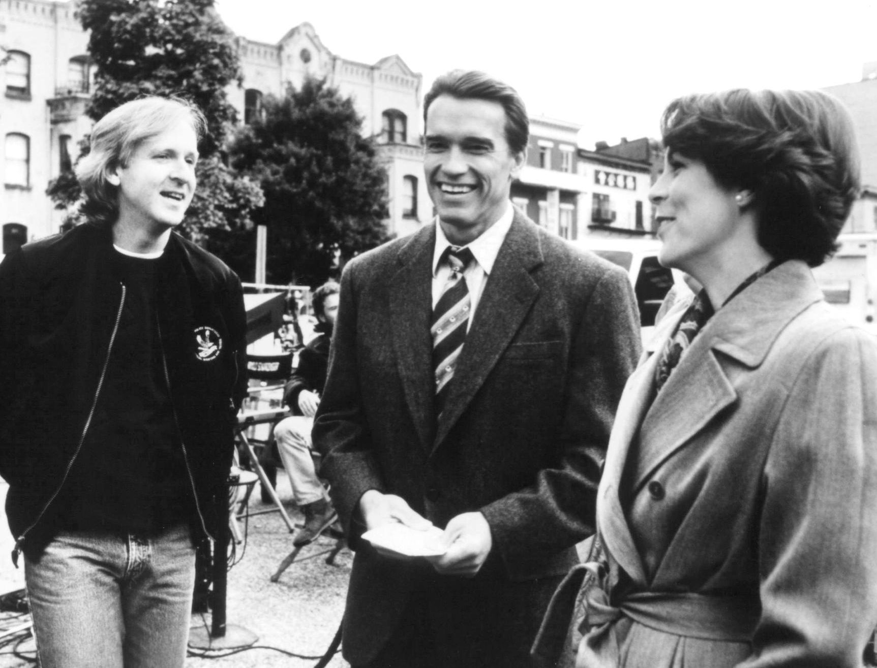 still of james cameron jamie lee curtis and arnold schwarzenegger in true lies 1994 true lies 40624053 2048 1334 e1615547838303 20 Things You Never Knew About True Lies
