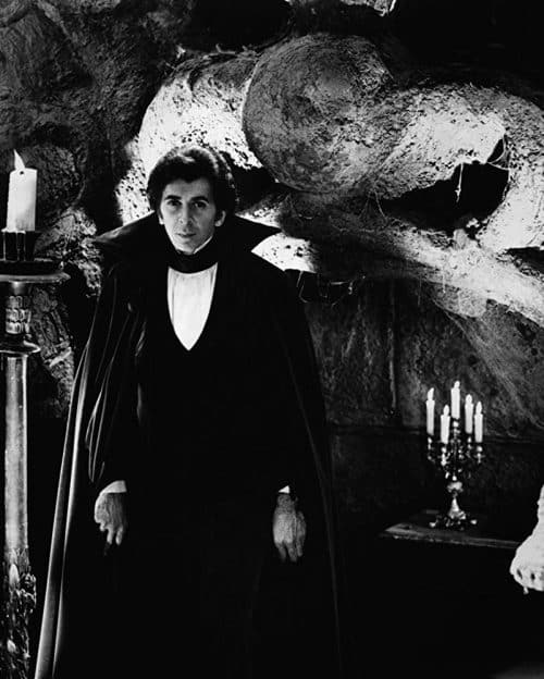 2 3 8 e1573055450570 20 Facts You Probably Didn't Know About Bram Stoker's Dracula
