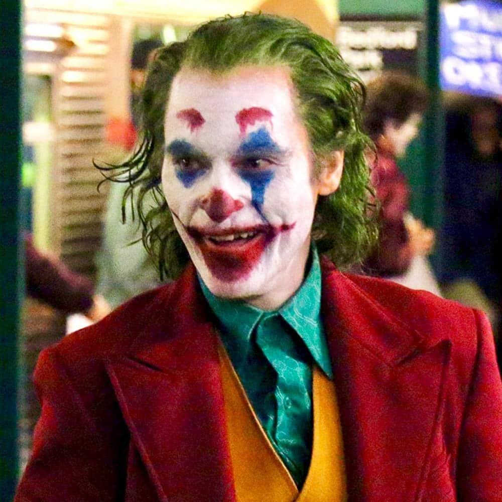 MV5BODI2NTIwMjItYjgyMy00YTg4LWJhMzUtZDkzMTMzZWYwYTViXkEyXkFqcGdeQXVyMjQ4MDk2NTU@. V1 SY1000 SX1000 AL The 20 Biggest Ways Joker Breaks the Superhero Mold
