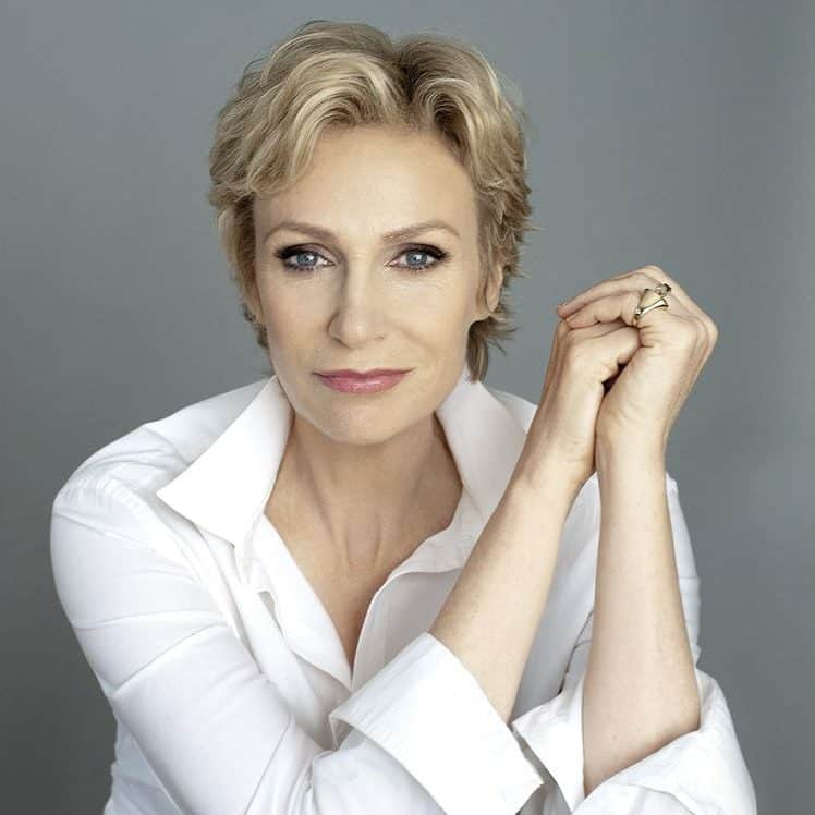 jane lynch 39a3e3eb fca9 44cb 8efe 37213cdf29b resize 750 e1571668773780 20 Facts About The Fugitive That Might Have Escaped You