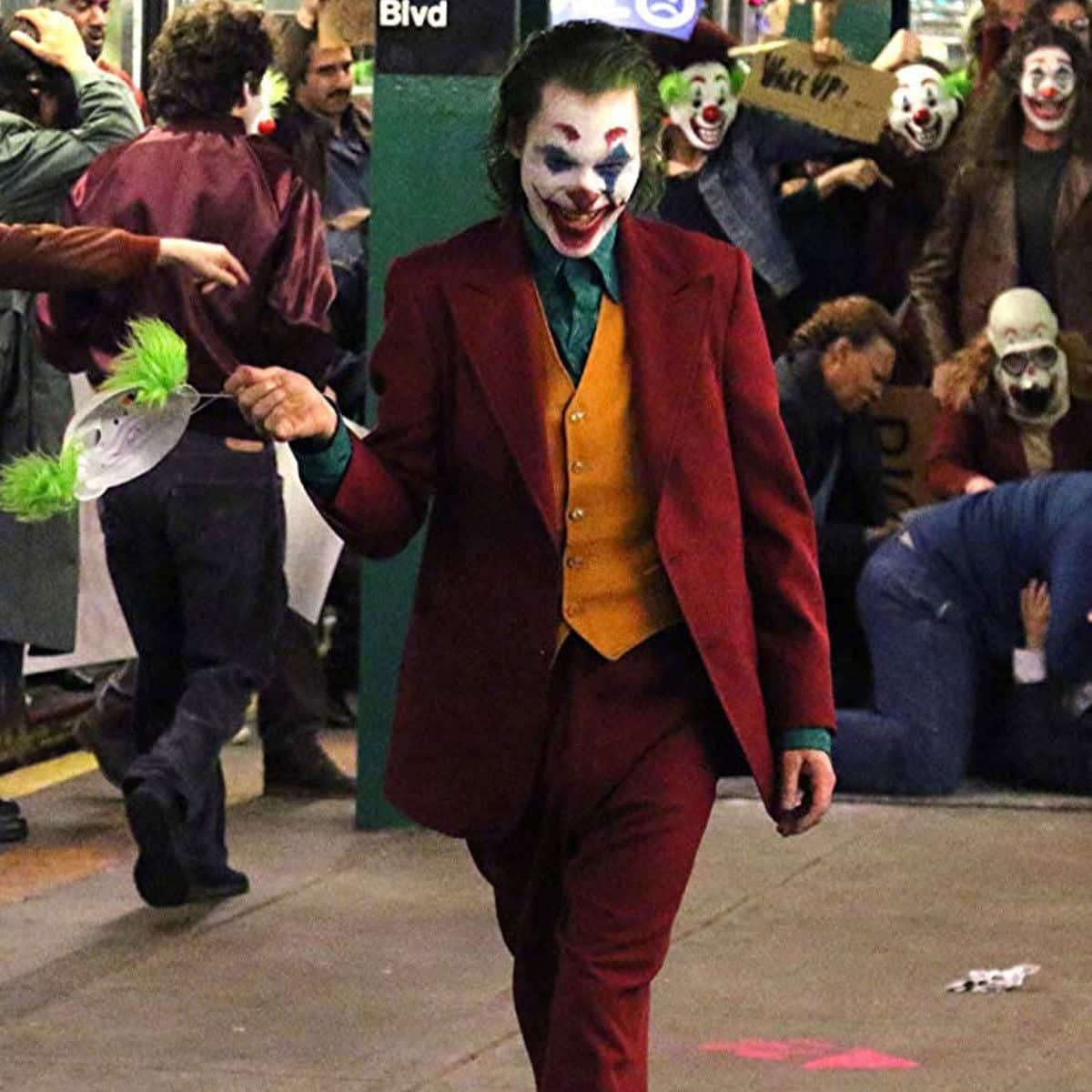 joaquin phoenix Joker Coat The 20 Biggest Ways Joker Breaks the Superhero Mold