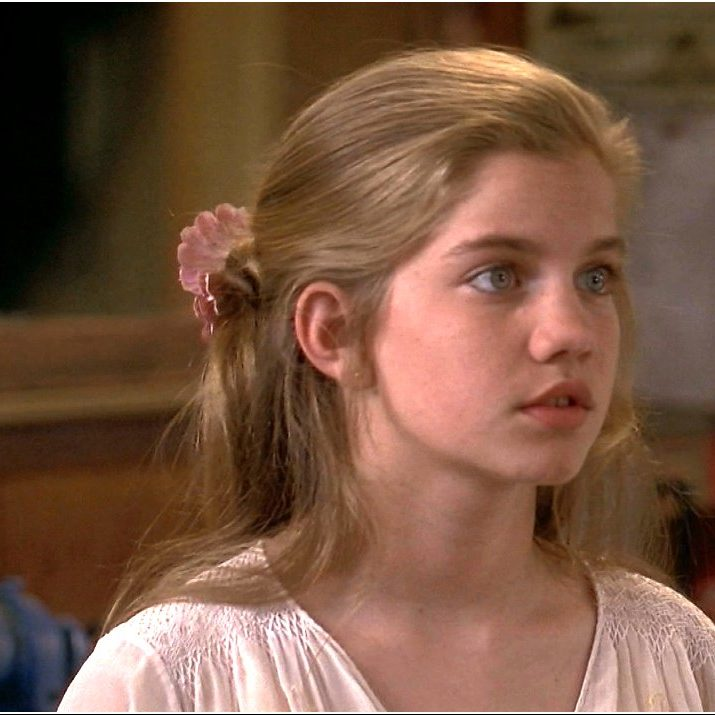 Anna Chlumsky image anna chlumsky 36156082 1272 714 e1574078582609 Macaulay Culkin's Million Dollar Payday, And 19 More Facts About My Girl