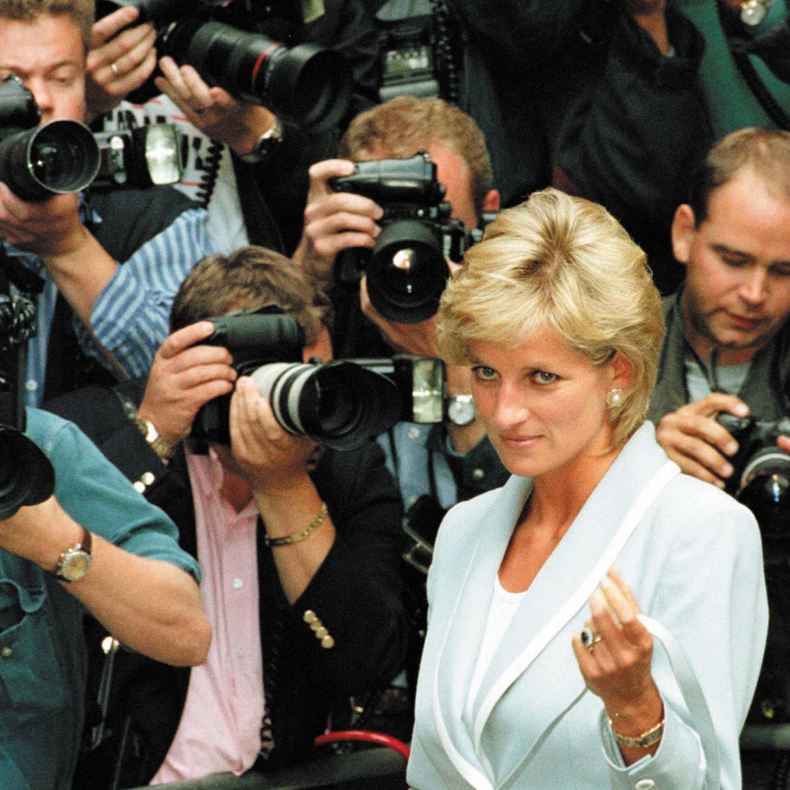 diana paparazzi e1574770523370 Stay Tuned For 20 Amazing Facts About The Truman Show
