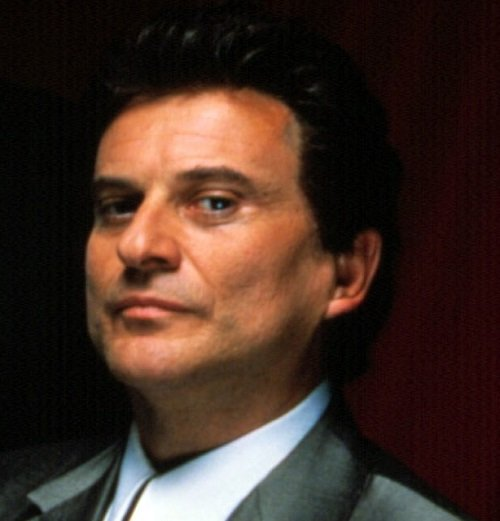01 joe pesci loyal to spearpoint collar style gq november 2019 20 Classic Movie Moments That Were Completely Improvised