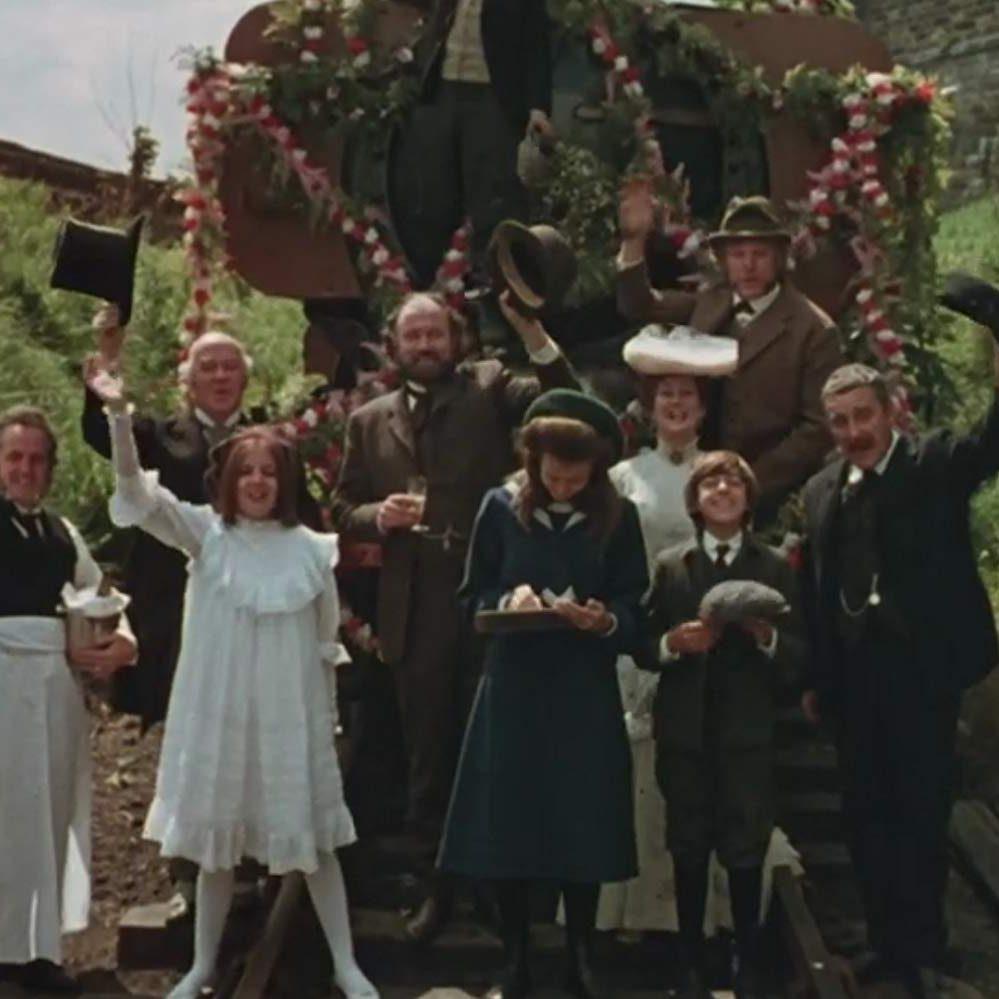 MV5BZDgzYzFkMjEtMWQ2Ni00ZjQxLThjOTMtNmYxNjM3N2YzNGQ2XkEyXkFqcGdeQXVyODIxMjk4Ng@@. V1 SX1777 CR001777999 AL e1578409778623 20 'Christmas Movies' That Aren't Actually Christmas Movies At All