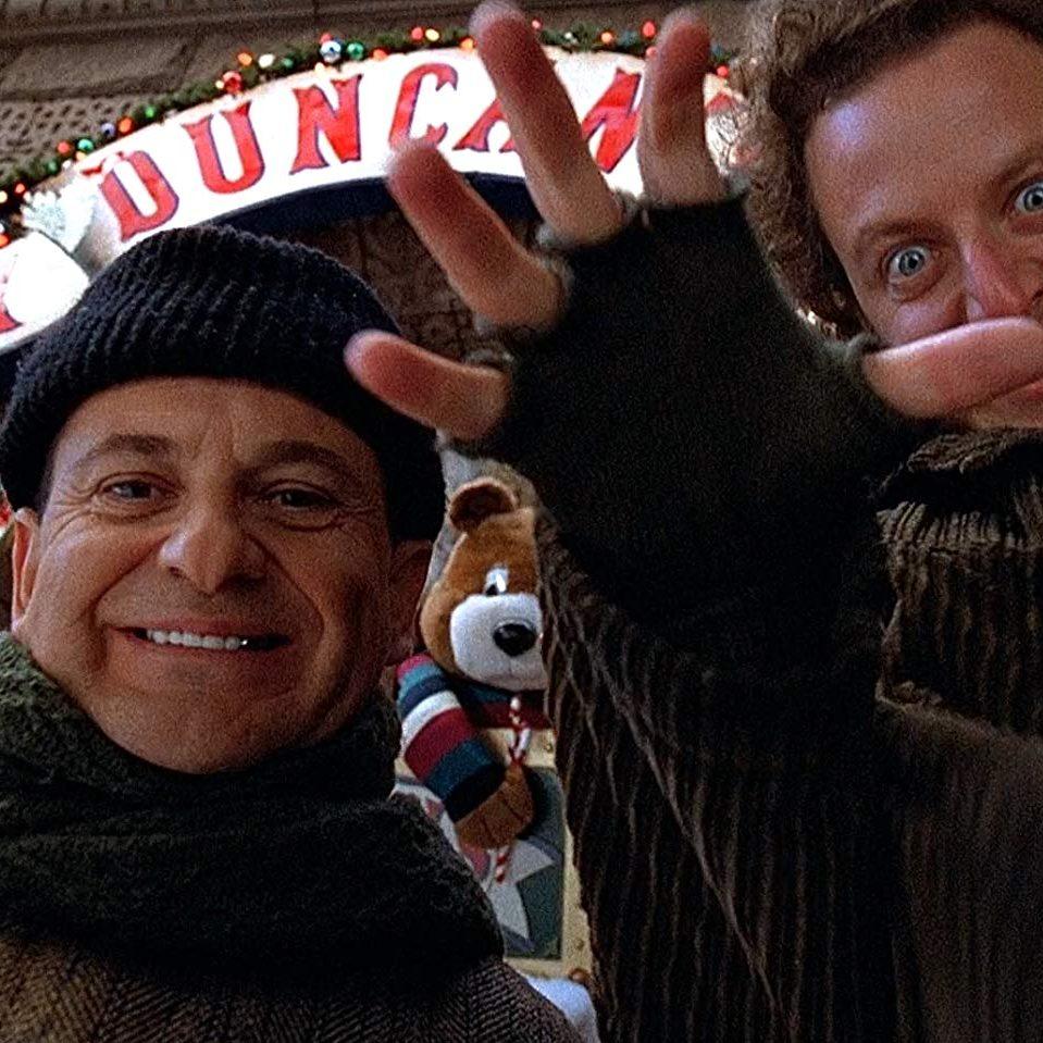 MV5BZWYxYTYwNWUtOTBlZC00MzU4LTk0NjUtMGQ0ZTZjMGUxM2IzXkEyXkFqcGdeQXVyNzQ1NjgzOTA@. V1 SX1777 CR001777960 AL e1578478909301 20 'Christmas Movies' That Aren't Actually Christmas Movies At All