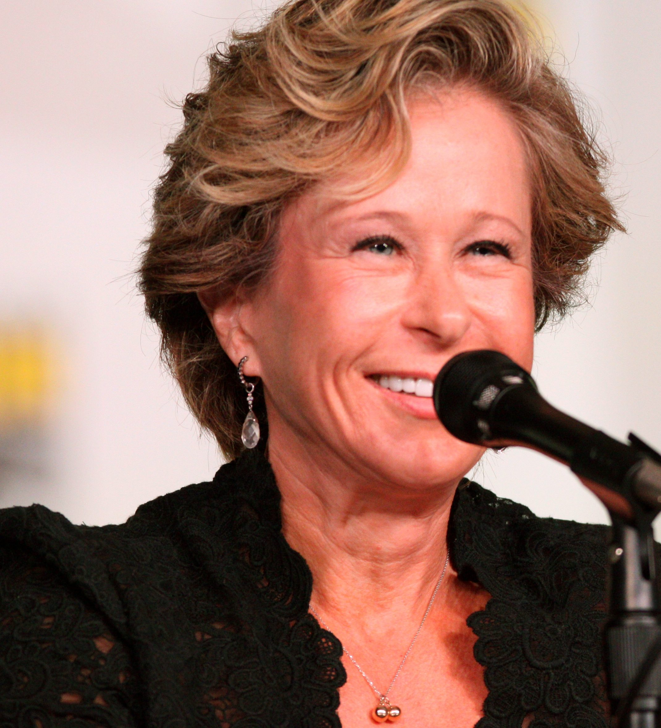 Yeardley Smith by Gage Skidmore e1580990904253 Put That Cookie Down, NOW, And Read These 20 Facts About Jingle All The Way