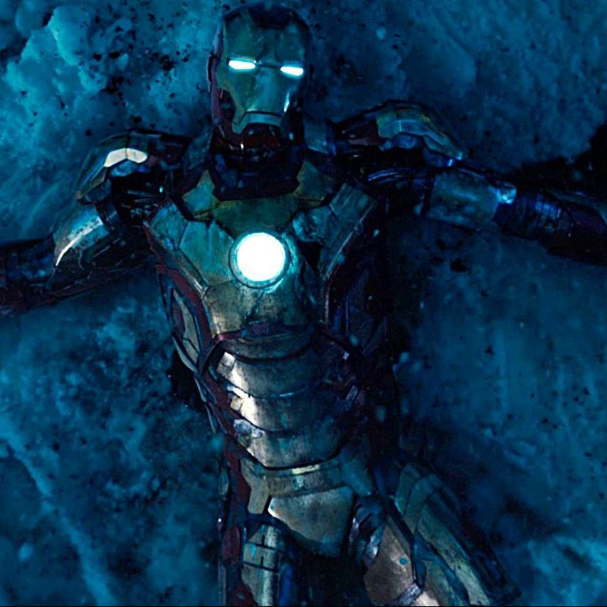 iron man 3 christmas movie snow e1578482250358 20 'Christmas Movies' That Aren't Actually Christmas Movies At All