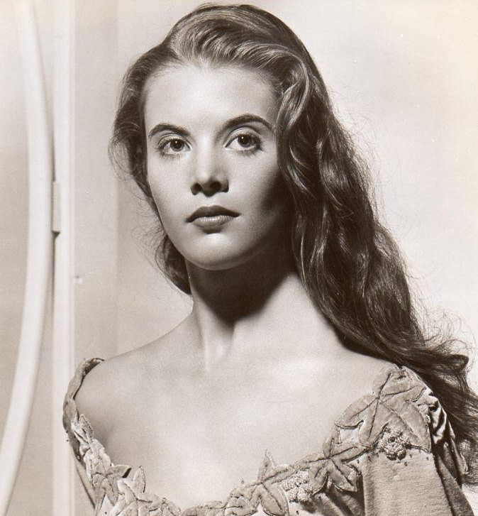 lois smith stage film actress 1955 1 82f6d800deeecd9679da3543576f1cc6 e1580994492126 20 Things You Probably Didn't Know About Falling Down