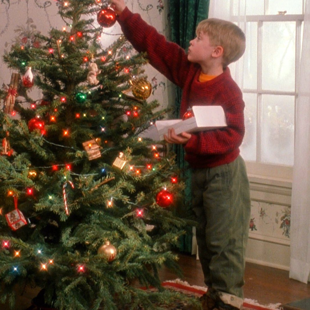 rjIEeFh e1578478866837 20 'Christmas Movies' That Aren't Actually Christmas Movies At All