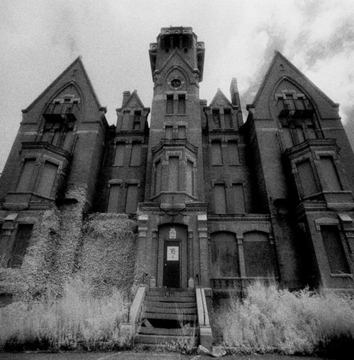 2 22 e1579166291619 20 Horror Movies That Were Inspired By Spooky Real-Life Locations