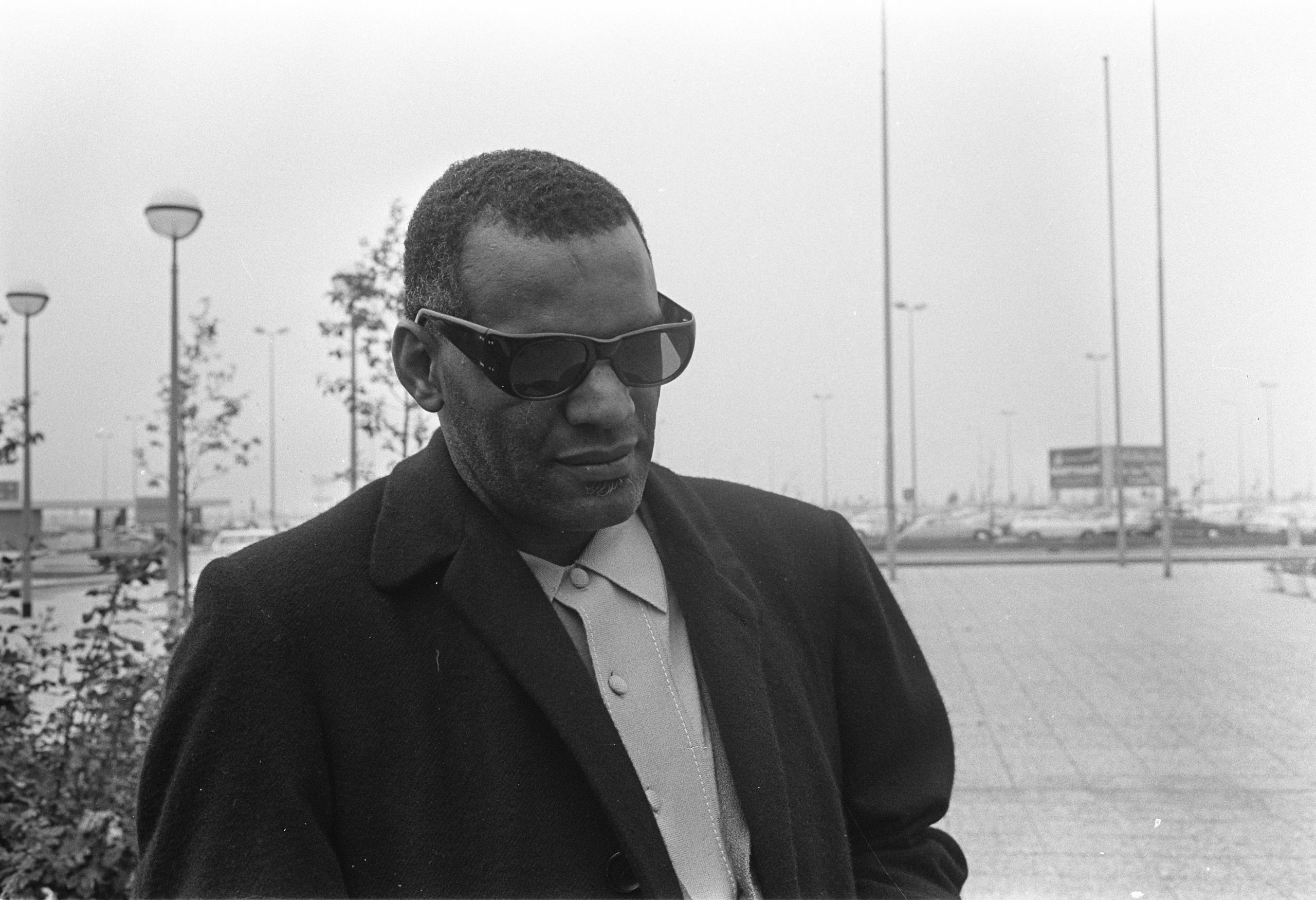 Aankomst Ray Charles kop op Schiphol Ray Charles Bestanddeelnr 921 7411 scaled 20 Actors Who Looked Exactly Like The Real People They Played