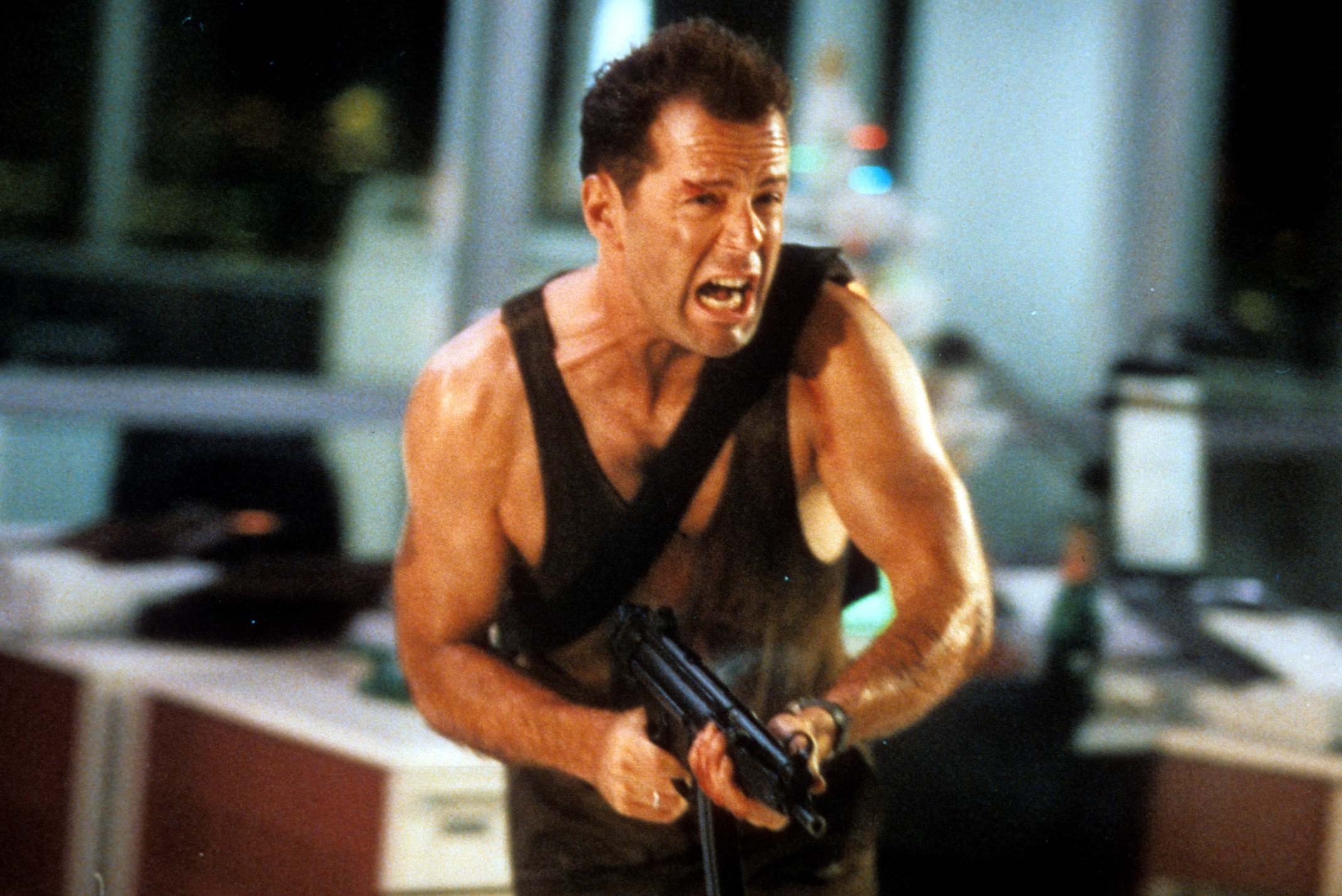 die hard 6 john mcclane machine gun bruce willis 25 Unpopular Casting Choices That Actually Turned Out Great