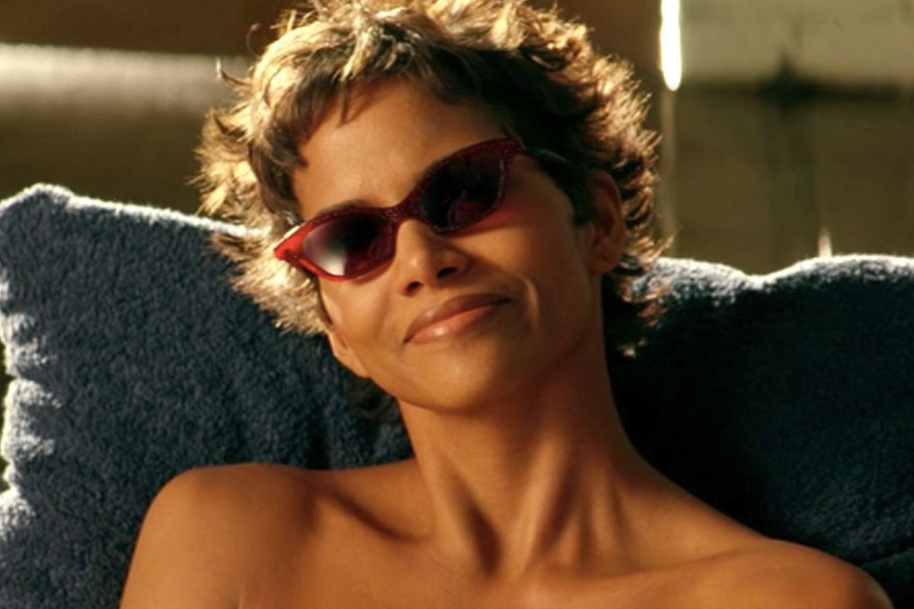 halle berry sword fish 20 Things You Might Not Have Realised About Indecent Proposal