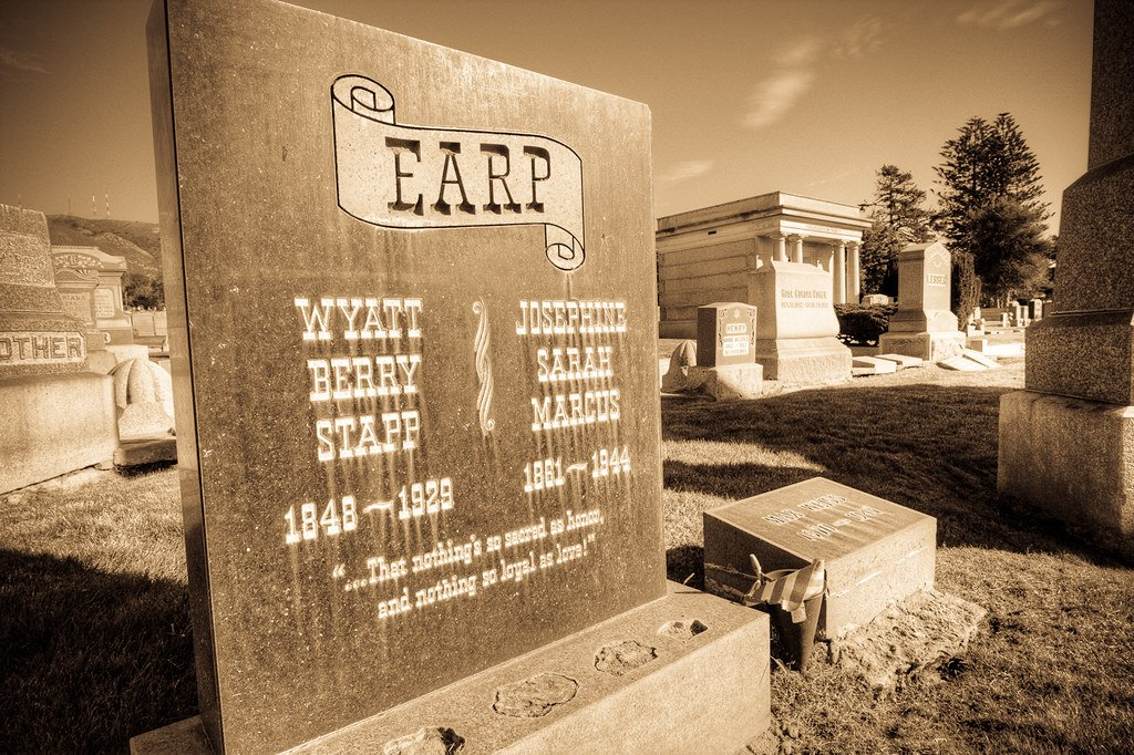 6590573613 407b408631 b 20 Rootin' Tootin' Facts About Kurt Russell's Tombstone