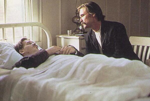 Bfz5lgSCYAABTF2 20 Rootin' Tootin' Facts About Kurt Russell's Tombstone