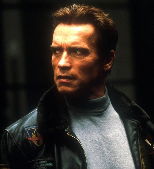 """MV5BMWRhOWY5MzktNTE2NS00OTg1LThmZGYtMTE3MjM5MjVkNWM2XkEyXkFqcGdeQXVyOTc5MDI5NjE@. V1 20 Best Arnold Schwarzenegger One-Liners That Aren't """"I'll Be Back"""""""