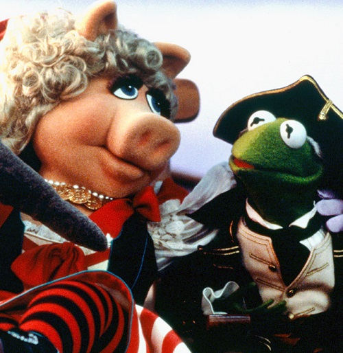 Miss Piggy and Kermit in Muppet Treasure Island 20 Inappropriate Moments In Disney Films You Only Noticed As An Adult
