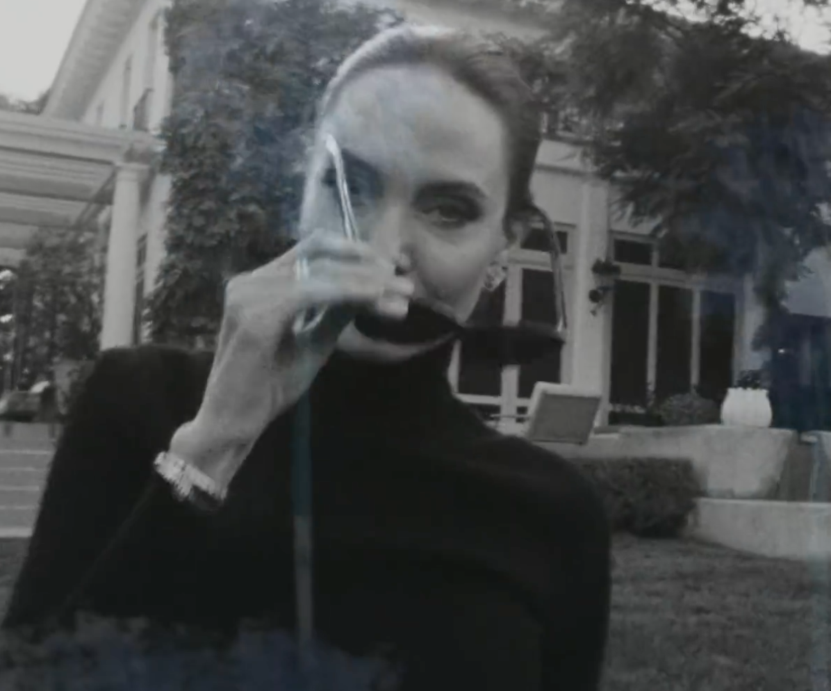 Screenshot 2021 03 25 at 13.14.53 e1616678117349 20 Fascinating Facts About Angelina Jolie