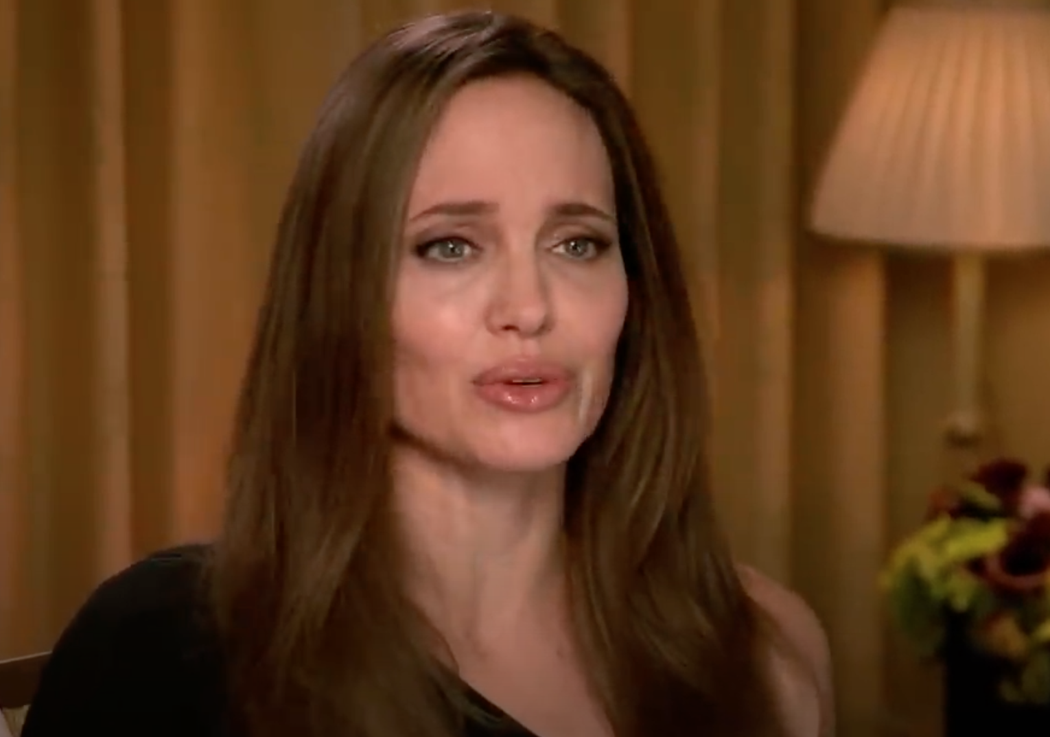 Screenshot 2021 03 25 at 14.35.04 20 Fascinating Facts About Angelina Jolie