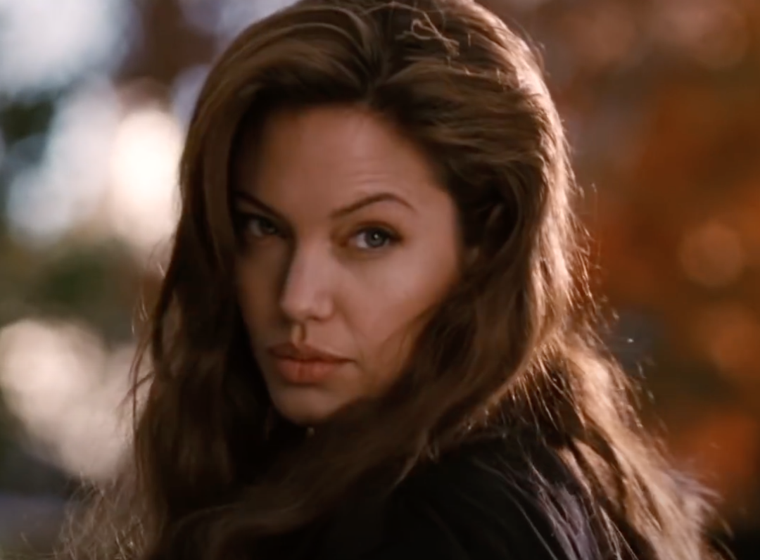 Screenshot 2021 03 25 at 14.47.24 e1616683688129 20 Fascinating Facts About Angelina Jolie