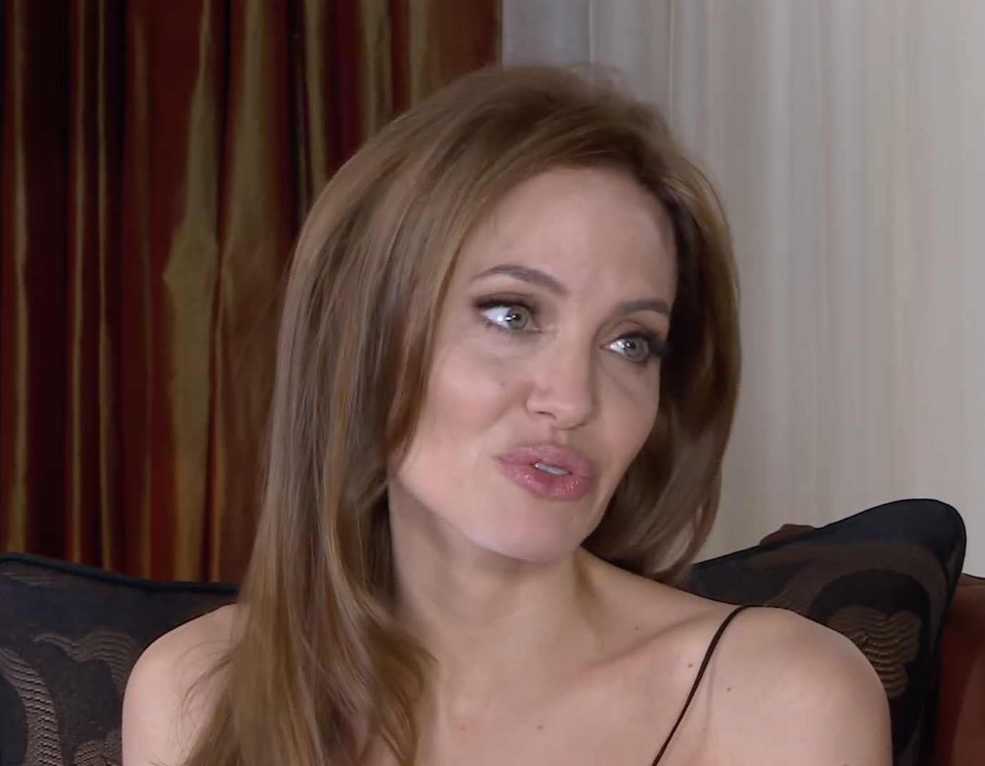 Screenshot 2021 03 25 at 15.23.22 e1616685865228 20 Fascinating Facts About Angelina Jolie