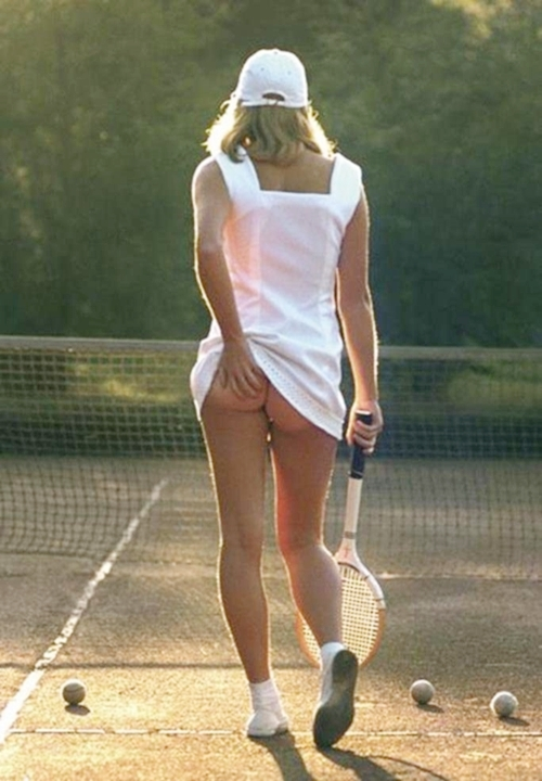 2 25 Remember This Classic Poster? Here's What The Tennis Girl Looks Like Now!