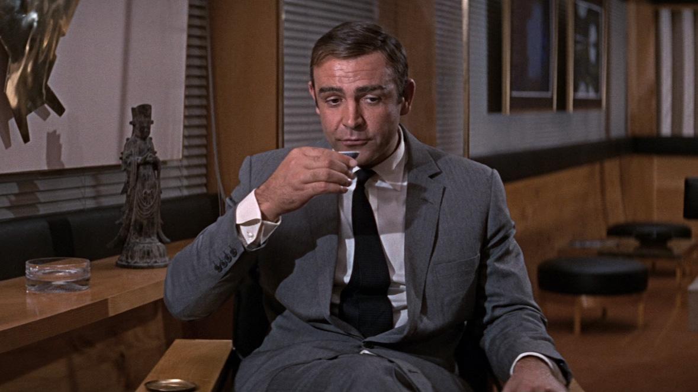 MV5BMWU5YjZkZDYtZTEzOC00ZDQ2LTg4YTItYmYyZGRlNWNiOGVhXkEyXkFqcGdeQXVyNjUwNzk3NDc@. V1 20 Classic James Bond Moments That Have Aged Terribly