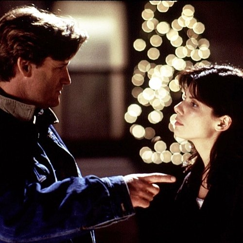 6 19 10 Fascinating Facts About The 1995 Romantic Comedy While You Were Sleeping