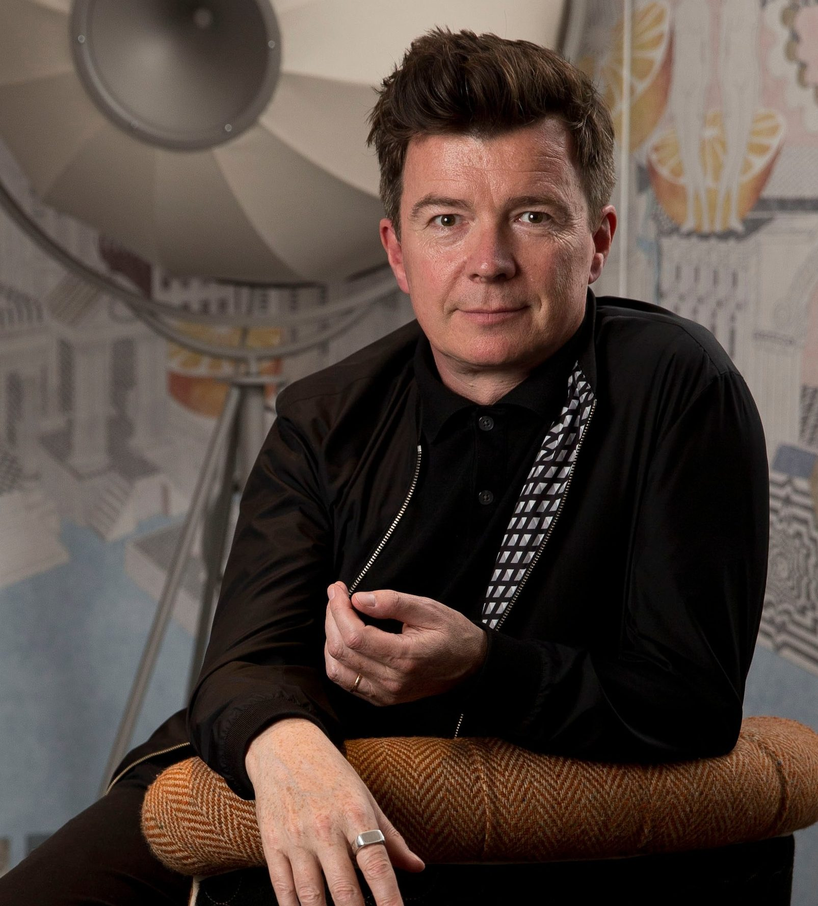 RickAstley trans NvBQzQNjv4BqthD Iqv8BRmIZIzYBGWvriUvG1VjmqmGsf10Hf8vKfc e1585729015490 Rick Astley Will Play Free Concert For NHS And Emergency Services Workers