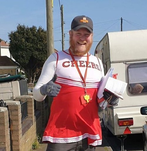 postman funny costumes jon matson 1 5e8194701cdbd 700 British Postman Does His Rounds In Funny Costumes To Entertain Self-isolated Customers