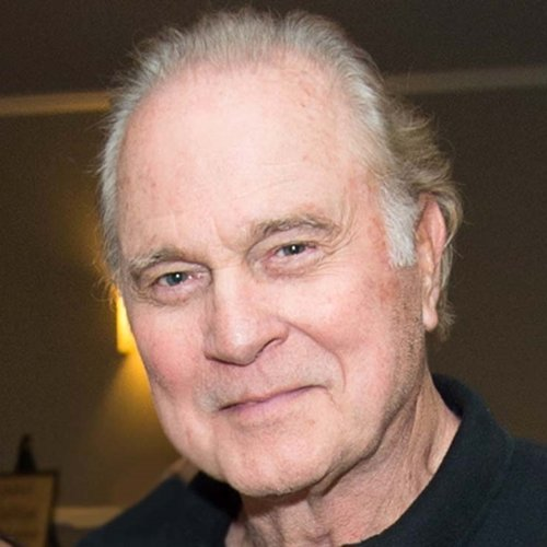 7 16 Remember Buck Rogers In The 25th Century? Here's What Gil Gerard Looks Like Now!