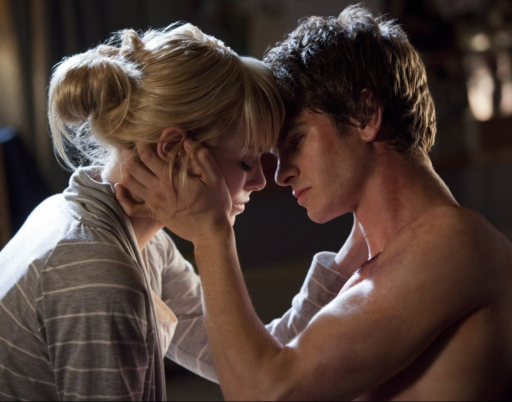 Emma Stone Andrew Garfield Amazing Spider Man e1624963514339 25 Hollywood Actors Who Had An Affair With Their Co-Star